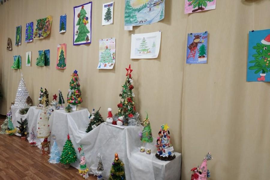 «Выставка рисунков и поделок «Ёлочка»